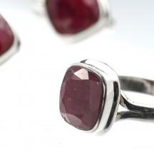 Кольцо из серебра с натуральным рубином, 18 размер