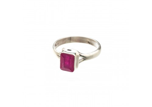 Кольцо из серебра с натуральным рубином, 18.5 размер