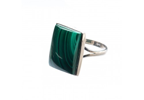 Кольцо из серебра с натуральным малахитом, 17.5 размер