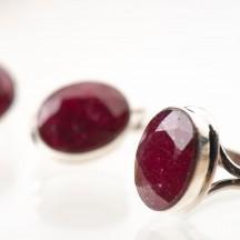 Комплект украшений  с натуральным рубином из серебра