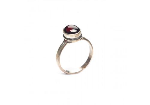 Кольцо с натуральным гранатом из серебра