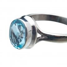 Кольцо из серебра с голубым топазом