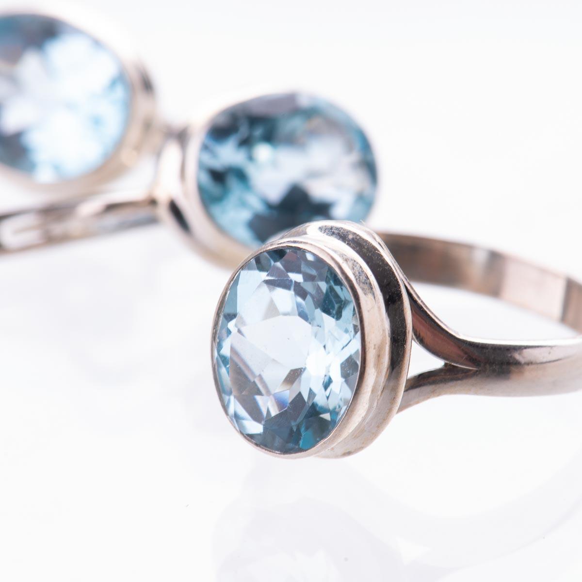 Комплект украшений с голубым топазом из серебра