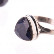 Кольцо с натуральным сапфиром из серебра