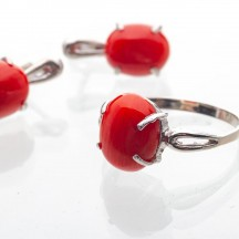 Кольцо с натуральным кораллом из серебра